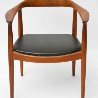 hans wegner classic chair front