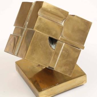 bronze_cube_sculpture3_l